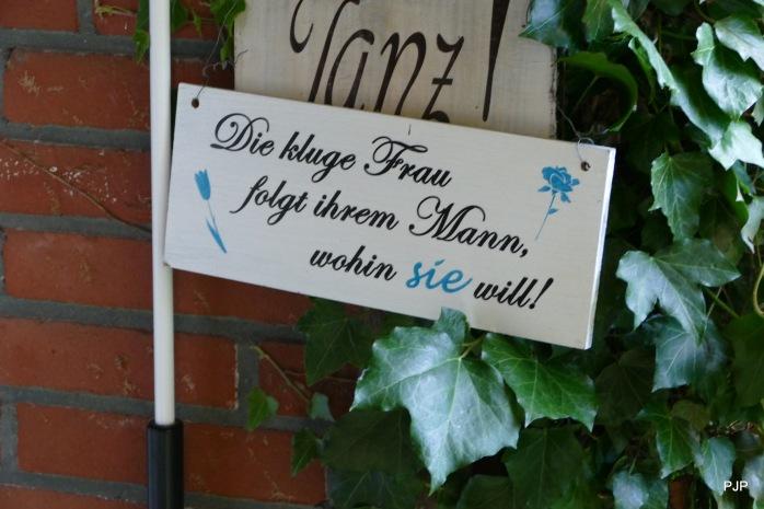 frau-folgt-mann