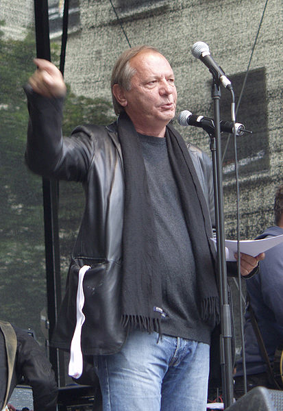 """413px-Wilfried_Schmickler_-_Demonstration_""""Köln_stellt_sich_quer""""_(4846)"""